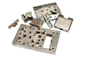 Flachschleifen von verschiedenen Stahlteilen