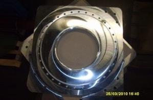 Lohnpolieren von Grundplatten bei der Seiler Maschinenbau GmbH