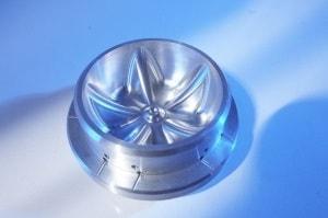Formfräsen von Metall für Kunden der Spritzgusstechnik